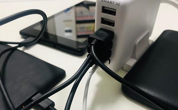 オウルテックUSB充電器に機器を接続